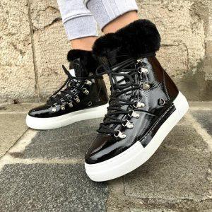 Topla črna obutev