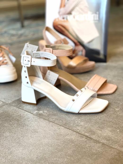 NeroGiardini beli sandali na peto