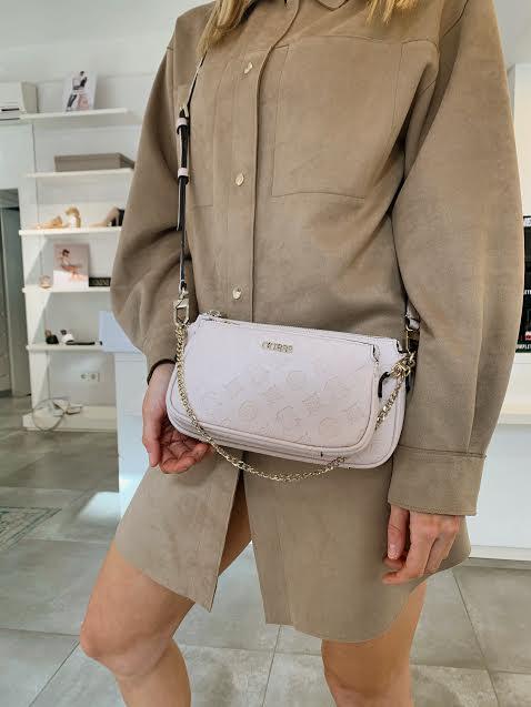 Guess manjša svetlo roza torbica