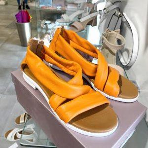 Renini usnjeni oranžni sandali