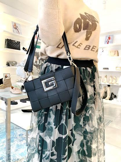 Guess črna ženska torbica