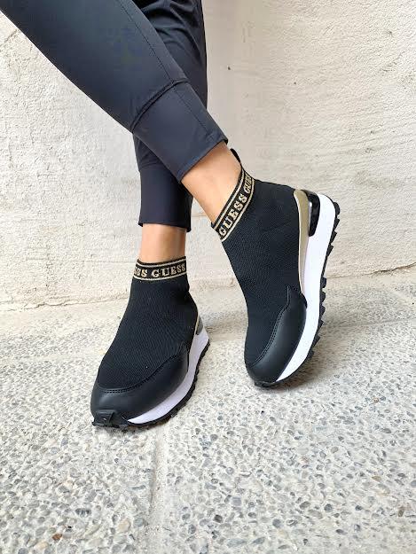 Guess črne superge, videz nogavice