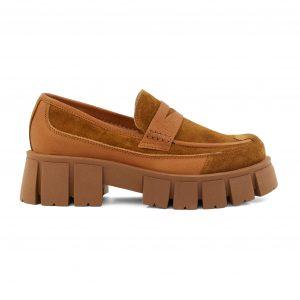 Lestrosa semiš čevlji v konjak barvi.